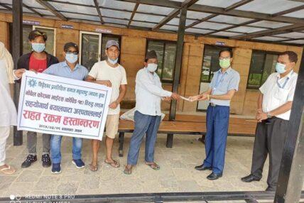 प्रवासी नेपालीद्वारा बयालपाटा अस्पताललाई आर्थिक सहयोग